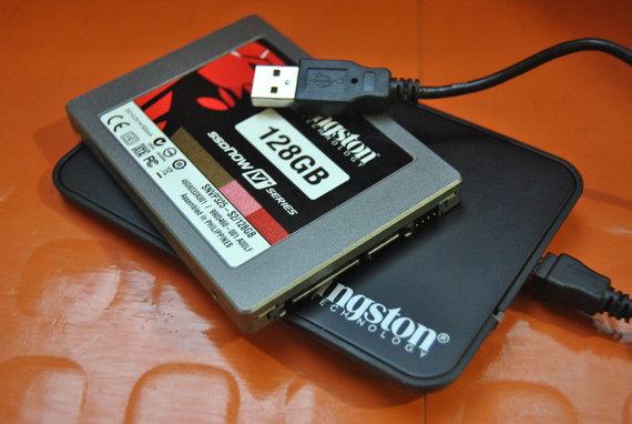 Die Kingston SSDNow V+ 128GB verfügt über einen Toshiba-Controller und einen 128 MByte großen Cache.