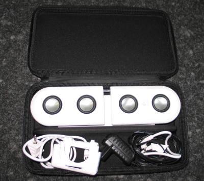 Im Gegensatz zu Konkurrenz-Modellen kommen die Logitech-Lautsprecher in einer aufgeräumten Verpackung mit Reißverschluss daher.