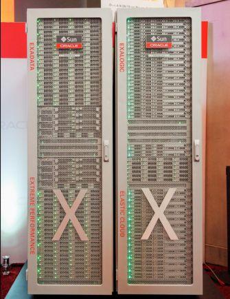 """Seiner integrierten Datenbank-Maschine Exadata (links) hat Oracle auf der Hausmesse Open World kürzlich die """"Cloud-in-a-Box""""-Maschine Exalogic (rechts) zur Seite gestellt (Bild: Oracle)."""