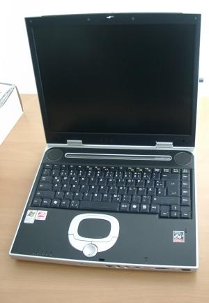 Das Athlon XP-Modell von Yakumo ist mächtig, und daran trägt nicht allein der 15-Zoll-Bildschirm Schuld.