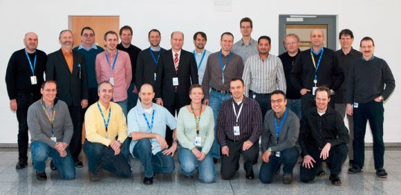 Das Team des Intel Automotive Innovation and Product Development Center in Karlsruhe. In der Mitte der Leiter des Standortes, Marek Neumann, Director of Engineering der Automotive Solutions Division des Herstellers (Bild: Intel).