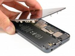 Im Gegensatz zu früheren Apple-Produkten lässt sich beim iPhone5 der Akku austauschen - wenn auch mühsam (Bild: iFixit.com)