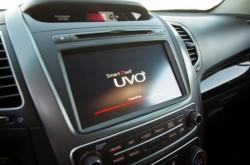Die Telematiklösung UVO integriert in Version 2 Google Maps und Google Places (Bild: Kia).