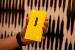 Rückseitige Abdeckung des Nokia Lumia 820 (Bild: CNET)