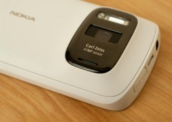 Nokia-Smartphone mit 41-Megapixel-Kamera - hier noch das 808 PureView (Bild: News.com)