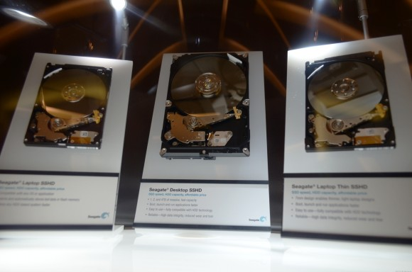 Seagate zeigte in Las Vegas drei Prototypen der dritten Generation seiner Hybrid-Festplatte Momentus XT (Bild: Dong Ngo/CNET).