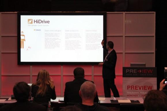 Strato-CTO René Wienholtz demonstrierte auf der CeBIT-Preview in München eine Entwicklerversion der HiDrive-App für Windows 8 (Bild: ZDNet.de).