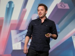 Dropbox-CEO Drew Houston auf dem MWC (Bild: News.com)