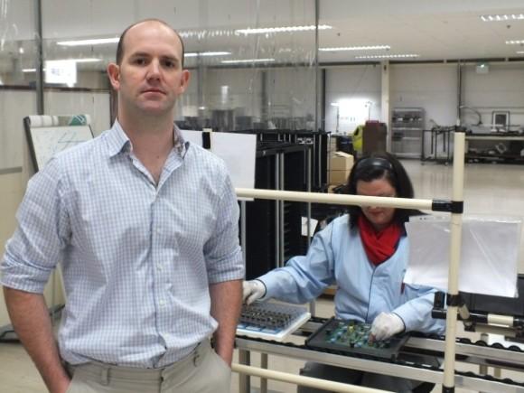 Chipdesigner Eben Upton im britischen Sony-Werk in Pencoed (Bild: Nick Heath)