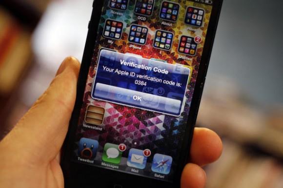 Vor dem Exploit schützte die optionale Zwei-Faktor-Authentifizierung, die Apple in Deutschland noch nicht anbietet (Bild: Jason Cipriani / CNET.com)