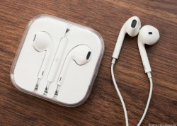 Apples Earpods (Bild: Sarah Tews / CNET.com)