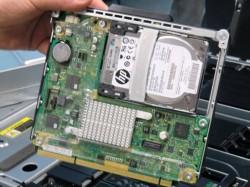 Der Einschub für das Chassis kann bis zu vier Server aufnehmen. Diese sind als System on a Chip (SOC) realisiert (Bild: Mehmet Toprak).