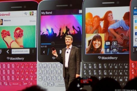 CEO Thorsten Heins stellt Blackberry Q5 vor (Bild: News.com)