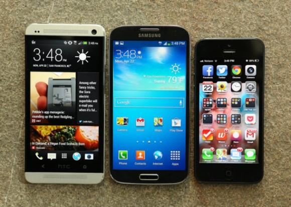 Das HTC One (links) mit seinen Hauptkonkurrenten Galaxy S4 und iPhone 5 (Bild: Josh Miller/CNET)