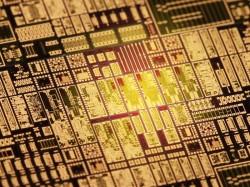 Möglich machen die schnelle Funk-Datenübertragung die eigens dafür entwickelten Chips (Bild: KIT).