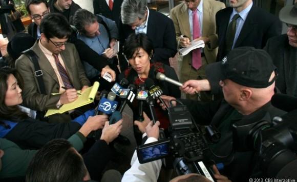 Nicole Wong beantwortet Reporterfragen vor einem US-Bundesgericht (Bild: Declan McCullagh / CNET.com)