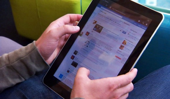 Facebook will verstärkt Mobilnutzer ansprechen (Bild: Jared Kohler/CNET).