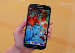 Das Galaxy S4 soll spätestens im April einen Nachfolger erhalten (Bild: News.com)