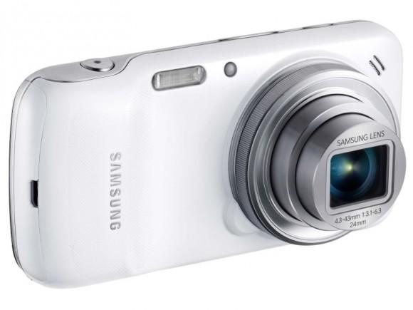 Von vorne sieht das Galaxy S4 Zoom wie eine normale Digicam aus (Bild: Samsung).