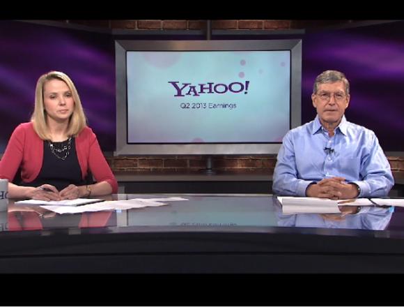 CEO Marissa Mayer und Finanzchef Ken Goldman gaben die Quartalsergebnisse im Stil einer Nachrichtensendung bekannt (Bild: Yahoo)