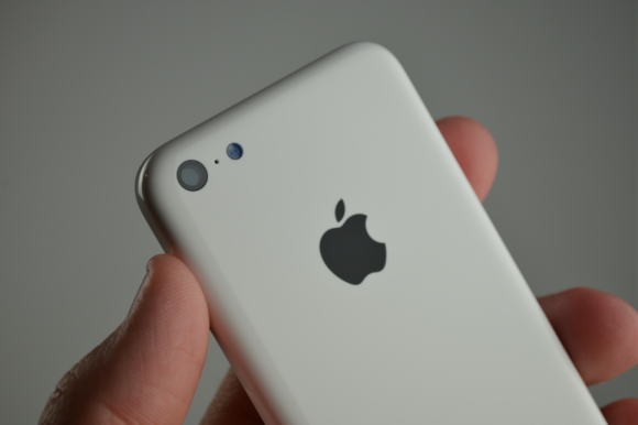 "So soll das Plastikgehäuse des iPhone 5C aussehen (Bild: <a href=""http://www.sonnydickson.com/2013/08/07/gallery-white-iphone-5c-back-housing/"" target=""_blank"">Sonny Dickson</a>)."