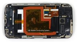 Akku des Moto X mit Hinweis auf das X8-System (Bild: iFixit)