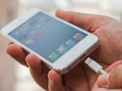 Apple nutzt statt Micro-USB weiterhin seinen Dock-Connector (Bild: CNET).
