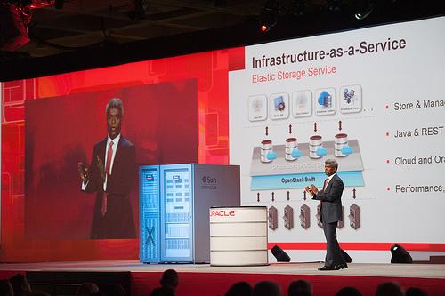 Thomas Kurian, Executive Vice President für Produktentwicklung, stellte auf der OpenWorld unter anderem Infrastructure-as-a-Service vor (Bild: Oracle).