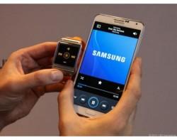 Nur eine Fernsteuerung für Samsung-Handys: Galaxy Gear (Bild: news.com)
