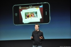 Scott Forstall stellte Cards 2011 vor (Screenshot: News.com).