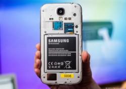 Akku das Samsung Galaxy S4 (Bild: News.com)