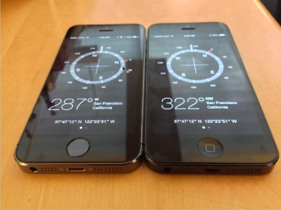 Die Kompass-App von iPhone 5S (links) und iPhone 5 liefert unterschiedliche Werte (Bild: Josh Lowensohn/CNET).