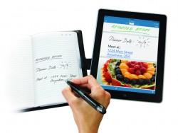 Der Livescribe 3 Smartpen überträgt Papiernotizen auf ein iPad (Bild: Livescribe).