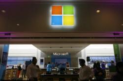 Bild zu «Wenige Käufer beim nächtlichen Verkaufsstart des Microsoft Surface 2»