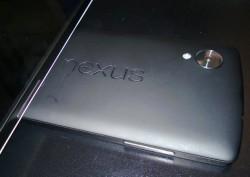 Dieses Foto soll die Rückseite des von LG gefertigten Google-Smartphones Nexus 5 zeigen (Bild via MacRumors).