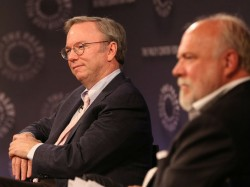 Google-Chairman Eric Schmidt (links) mit Pelle Tornberg auf dem Paley Center International Council Summit in New York (Bild: Michael Priest Photography/Paley Center)