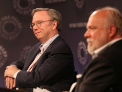 Google-Chairman Eric Schmidt (links) mit Pelle Tornberg auf dem Paley Center International Council Summit in New York (Bild: Michael Priest Photography/Paley Center)