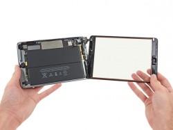 Der Akku des iPad Mini Retina liefert 24,3 Wh (Bild: iFixit).
