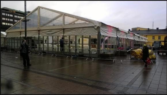 In diesem Zelt verkaufen heute Abend Jolla und der Provider DNA die ersten Sailfish-Smartphones (Bild: via Twitter).