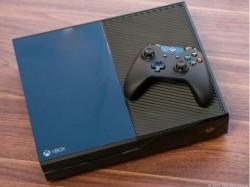 Xbox One mit Controller (Bild: Sarah Tew/CNET)