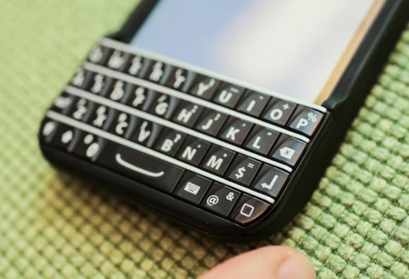 Die Snap-on-Tastatur für das iPhone wird zur CES vorgestellt (Bild: CNET).