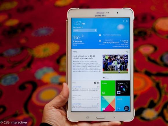 Das Galaxy TabPRO 8.4 liefert dank einer WQXGA-Auflösung von 2560 mal 1600 Pixeln ein noch schärferes Bild als Apples iPad Mini Retina (Bild: CNET.com).