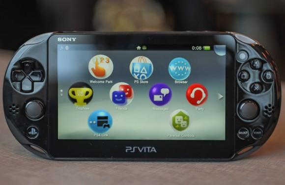 Die Playstation Vita Slim ist 20 Prozent leichter und 15 Prozent dünner als der Vorgänger (Bild: Sony).