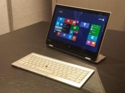 Der namenlose Toshiba-Prototyp kann auch als kleiner All-in-One-PC genutzt werden (Bild: Dan Ackerman/CNET).