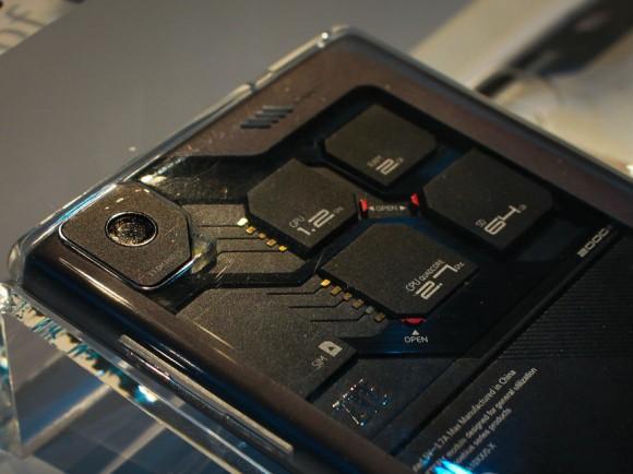Der Eco-Mobius-Prototyp erlaubt den Austausch von CPU, GPU, RAM, internem Speicher, Kamera und Akku (Bild: Lynn La/CNET).