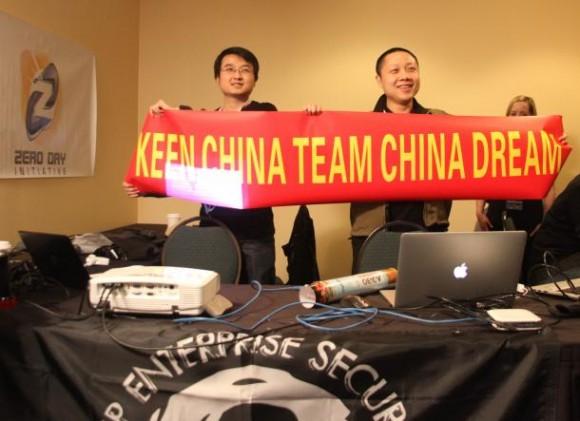 Das chinesische Keen Team feiert den erfolgreichen Hack von Apples Safari (Bild: Seth Rosenblatt / CNET)