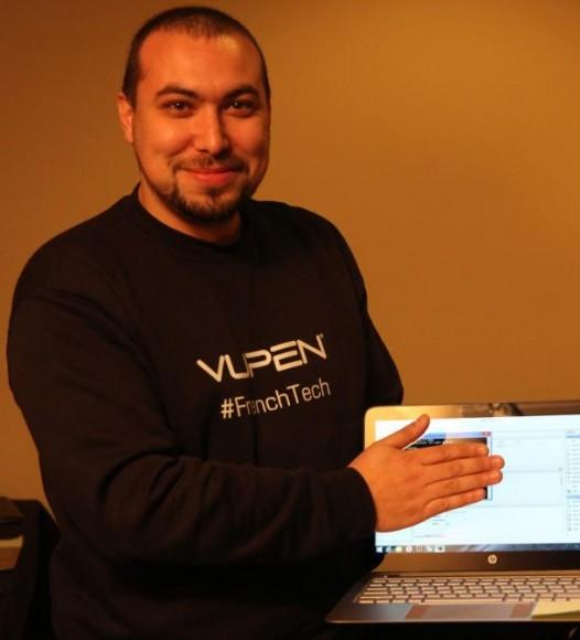 Vupen-Security-Chef Chaouki Bekrar verbirgt den Exploit, der die Sicherheitsmechanismen von Google Chrome überwand  (Bild: Seth Rosenblatt / CNET)