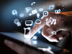 Mobiles Internet (Bild: Shutterstock/Peshkova)
