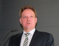 AVM-Geschäftsführer Johannes Nill auf der CeBIT-Pressekonferenz des Berliner Herstellers (Bild: ITespresso.de).