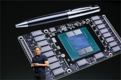 Jen-Hsun Huang stellt die GPU-Architektur Pascal vor (Bild: Nvidia)